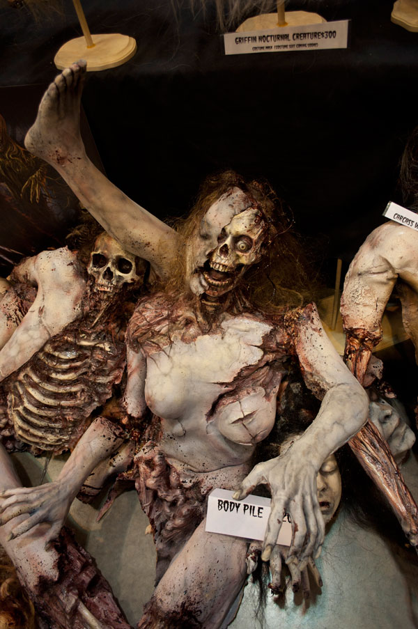 Pile Of Bodies : Transworld halloween attraction show haunted